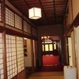 畳廊下から見た洋館の玄関