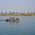観光船と河口堰